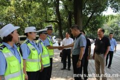 武汉大学校领导看望慰问暑期在岗一线师生员工