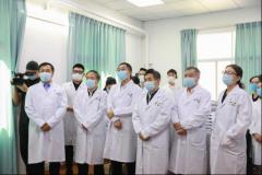 国务院联防联控机制联络组来人民医院调研并慰问一线护士代表